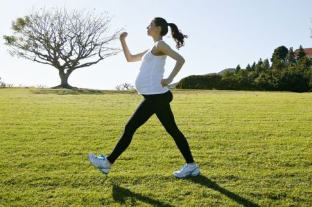 prod-pregnant-woman-exercising-in-field